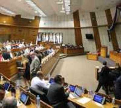 Ciudadanos observan transcurso de sesión en Cámara de Diputados