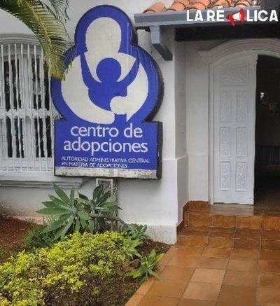 Ejecutivo promulga nueva ley de adopciones que acorta el proceso