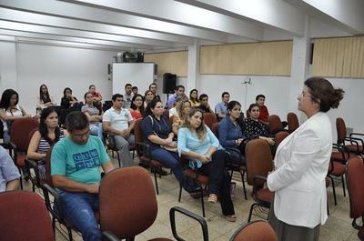 Exoneran aranceles a egresados de la UNE en programas de posgrados