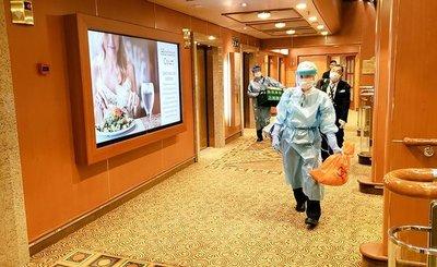 China abre otro hospital mientras ya suman 560 muertos por coronavirus