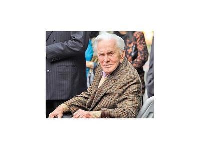 Hollywood llora  pérdida de Kirk Douglas, el último ícono de su edad dorada