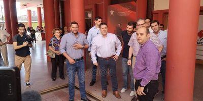 Horacio Cartes visita feria de empleo en la ANR