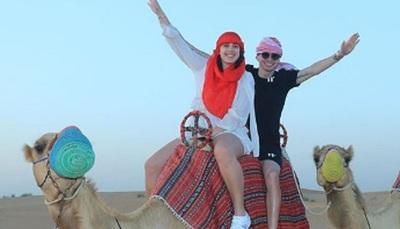 El jugador Miguel Almirón y su esposa de vacaciones por Dubái