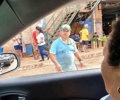 """Estacionamiento """"privatizado"""" en el Mercado de Luque •"""
