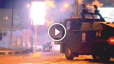 Batalla campal entre la policía e hinchas luqueños (VÍDEO)