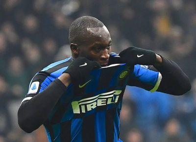 Inter remonta en derbi