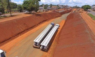 Llegaron a CDE las primeras vigas de hormigón para multiviaducto