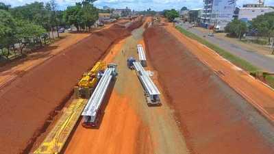 Llegaron a CDE las primeras vigas de hormigón para el multiviaducto