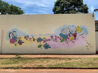 Colorido mural del Programa Ampliado de Inmunización en el Hospital Regional