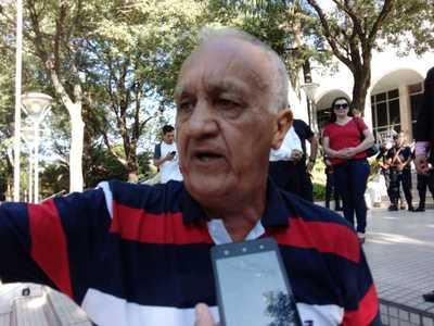 Adherentes de Ulises Quintana se manifiestan frente al Palacio de Justicia