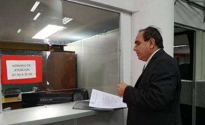 """HOY / Anexar fe de errata a textos con errores será una """"burrada"""" más de Petta y su gabinete, afirma docente"""