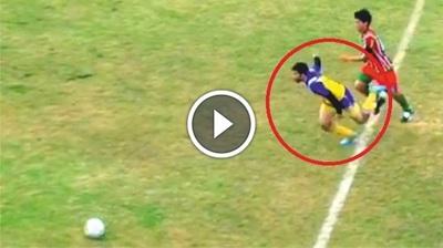 Futbolista muere tras recibir un rodillazo en la cabeza (VÍDEO)