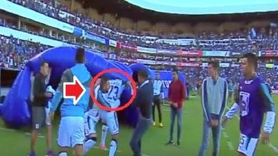 """Pájaro"" Benítez a trompadas con un compañero en México (Vídeo)"