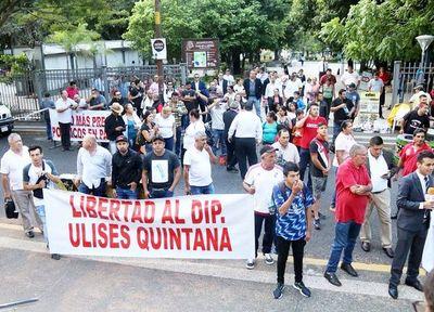 Abogados piden libertad de Ulises Quintana