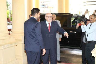 Inició la reunión de Abdo con líderes históricos de la ANR