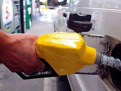 Gobierno y emblemas pulsean por definir suba de  naftas por el ISC