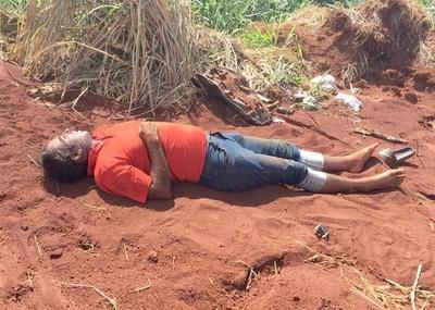 Encuentran muerto a motoclista al costado de un camino en el km 12