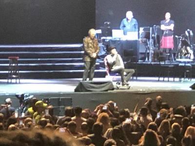 Una caída de Joaquín Sabina lo obliga a interrumpir su concierto