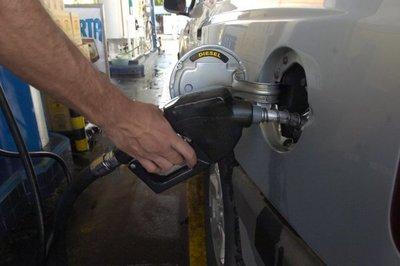 Dicapar cuestiona a Petropar por anuncio de no incremento del precio del combustible