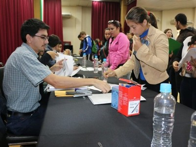Jóvenes de Itapúa tendrán acceso a becas con apoyo de la EBY