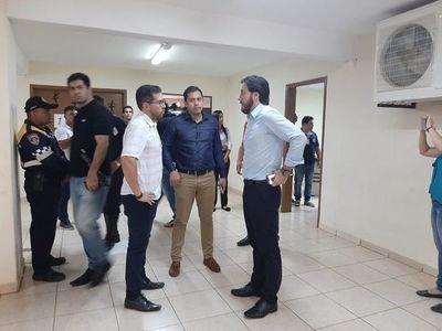Desalojan al diputado Justo Zacarías de su oficina parlamentaria