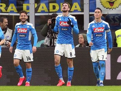 Napoli toma ventaja ante el Inter con un golazo