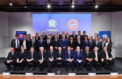 UEFA y Conmebol sellan pacto de colaboración