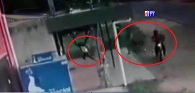 Joven se salva de milagro durante ataque de motochorros