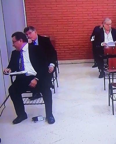 Conversación durante examen: Romero insiste en que solo le pidieron un bolígrafo