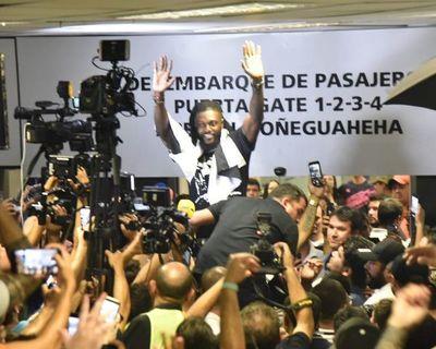 Adebayor ya está en Paraguay