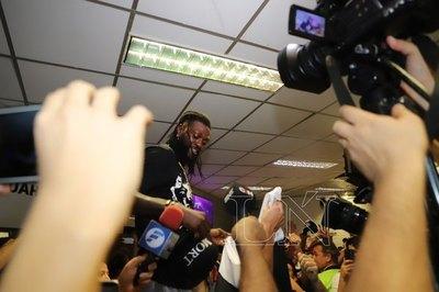 Adebayor quiere títulos locales e internacionales con Olimpia