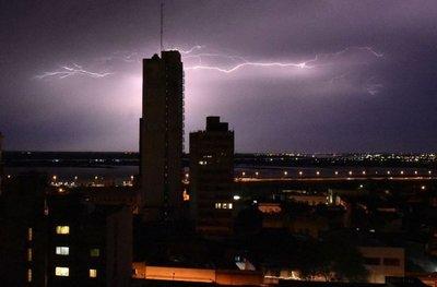 Alertan sobre tormentas y vientos de hasta 100 km/h para mañana