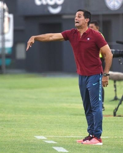 Víctor Bernay supera a Juvero con 4 partidos ganados