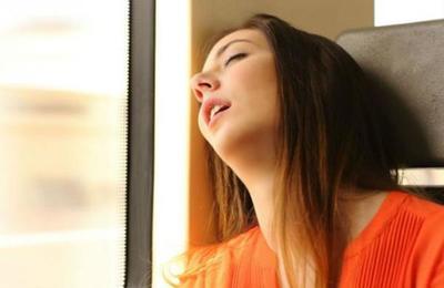 ¿Cómo lo hace la gente que duerme en el bus para despertarse justo en su parada?