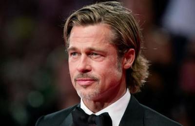 ¿Quién es la mujer que acompañó a Brad Pitt en los premios Oscar?