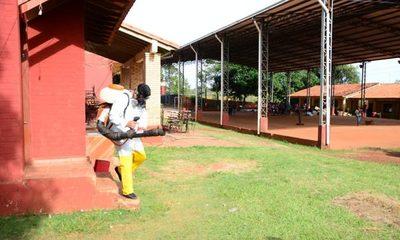 Limpian y fumigan escuelas de CDE para prevenir el dengue