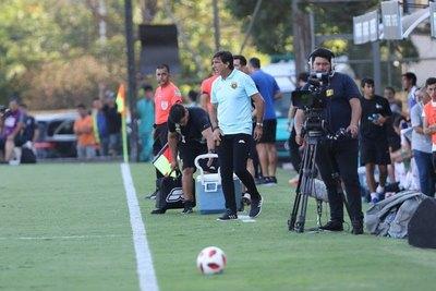 Se puede jugar mal pero la actitud no se negocia, afirma Costas