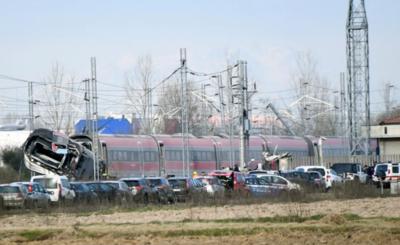 Tren descarrilado en Italia deja dos muertos y 27 heridos