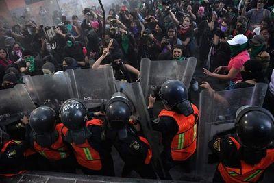Violenta protesta en México por feminicidio