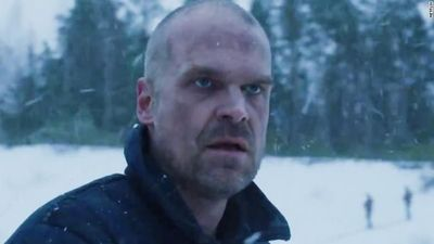 "Video: Hooper está vivo!. El autospoiler de Netflix en ""Stranger Things"""