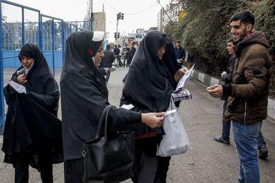 Irán celebra elecciones legislativas en plena crisis económica y política