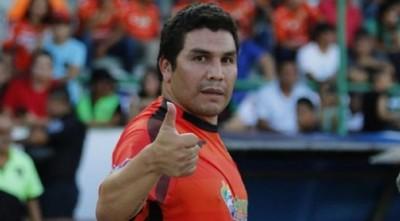 Periodista deportivo blanco de críticas por comentario desafortunado sobre Salvador Cabañas