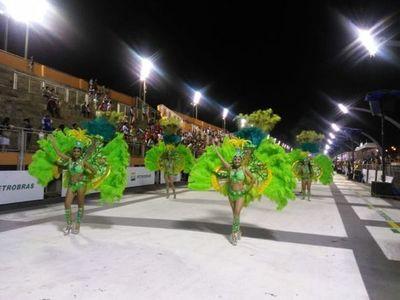 Esplendor en tercera noche carnavalera encarnacena