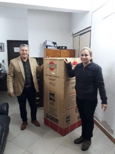 Intendente de San Bernardino realizó entrega de premios a funcionarias