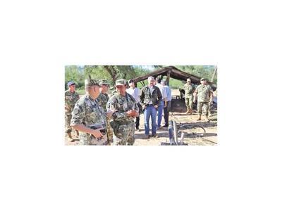 Abdo reprendió a jefes militares por deplorable condición de cuarteles
