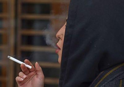 Fumar en público, un símbolo de libertad para las mujeres sauditas