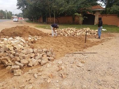 Continúan Trabajos de Remoción y Reposición de empedrado en la ciudad de San Bernardino.