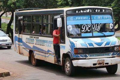Comuna permite que chatarras sigan como transporte público