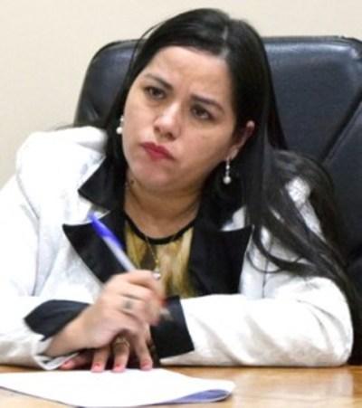 Denuncian a la jueza Alba Meza por prestarse a atropellos y saqueos contra los Perier