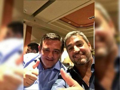 Mario Abdo le brinda apoyo a Petta y se descarta su salida del MEC